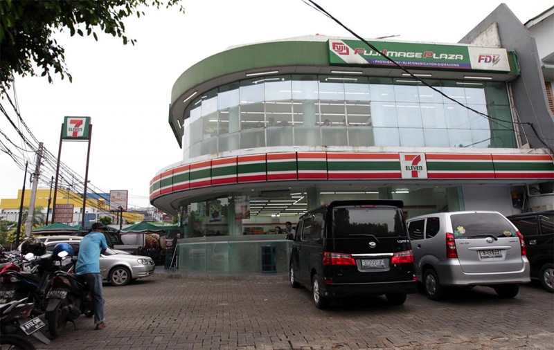 More Than Half of Jakarta 7-Eleven Stores Lack Permits: Jakarta Tourism Agency